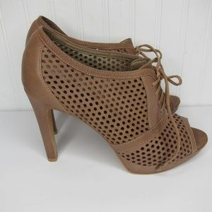 Vince Camuto Neven Lace Up Heels Size 8.5